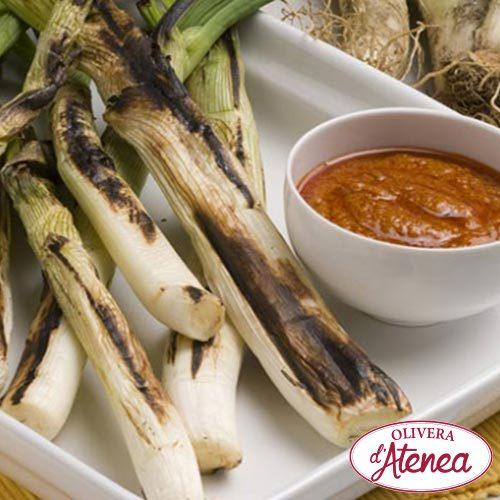 Receta de calçotada con salsa Calçots o Romesco Olivera d'Atenea