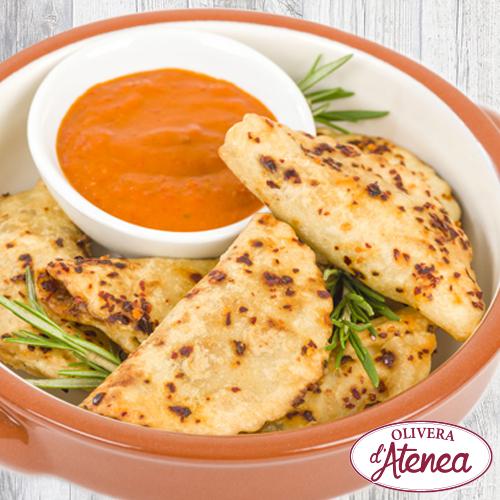 Empanadillas de calçots con salsa Romesco o Salsa Calçots