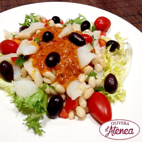 Ensalada empedrat con judías blancas, bacalao y salsa xató Olivera d'Atenea