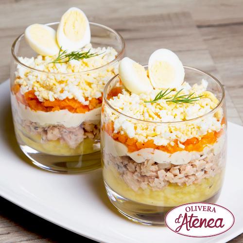 Ensalada Mimosa que se elabora a capas con aceite de girasol Olivera d'Atenea